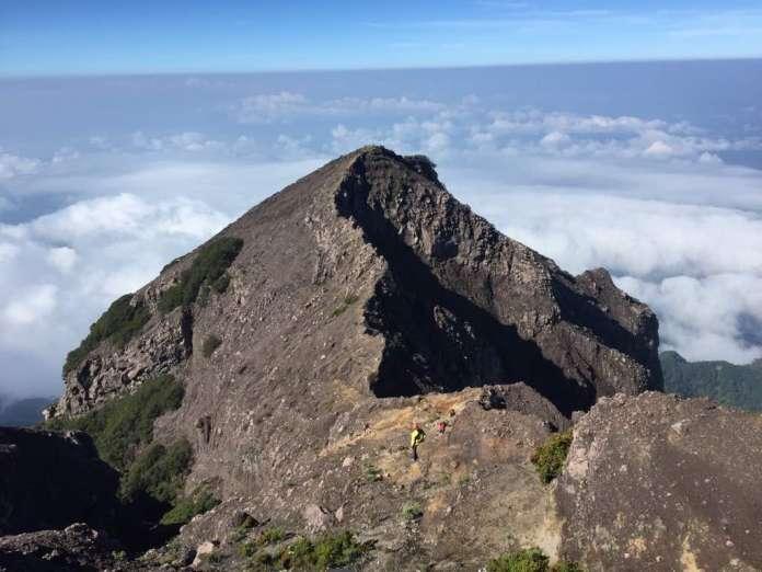 Kaldera-Megah-Milik-Gunung-Raung-1-696x522